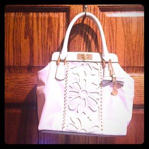 Ready for spring 🌸 pastel pink & white guess bag
